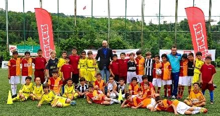 Grassroots Günü'nde 7.500 çocuk futbol oynadı