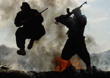 Kürtlerle aşırı dinci isyancılar arasında savaş: 29 ölü
